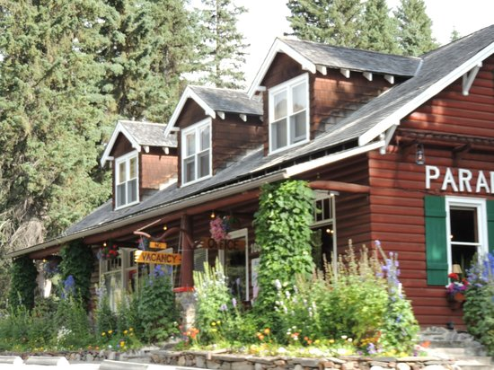 Paradise Lodge & Bungalows: charming office