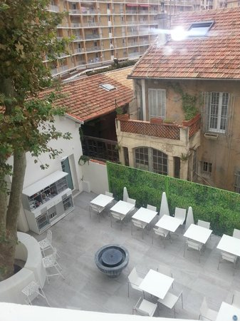 Hotel Cezanne : Vista dalla 201 sul cortile interno dell'hotel