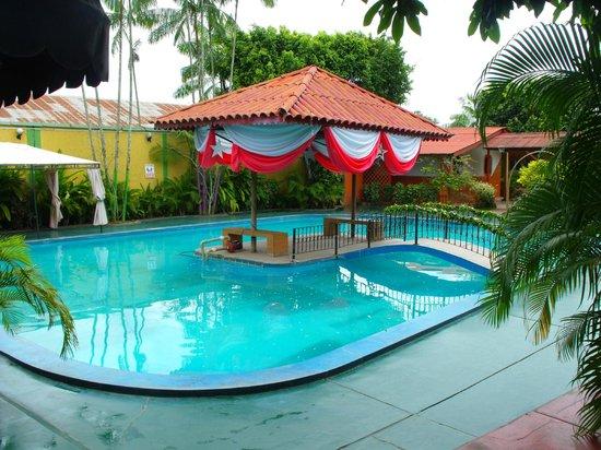 Foto de el sombrero de paja iquitos entrada piscina for Entrada piscina