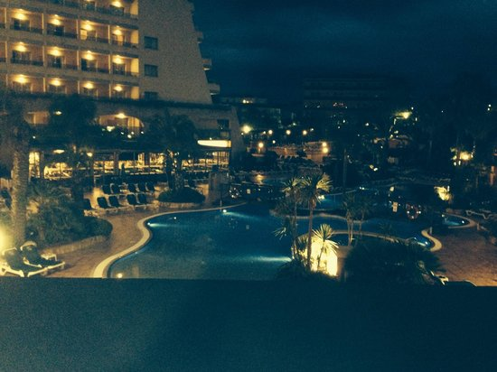 Golden Bahia de Tossa: Pool area at night