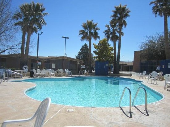 Stevens Inn: Outdoor pool area