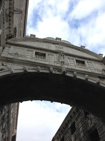 Oceano Mare B&B : The Bridge of Sighs - view from gondola