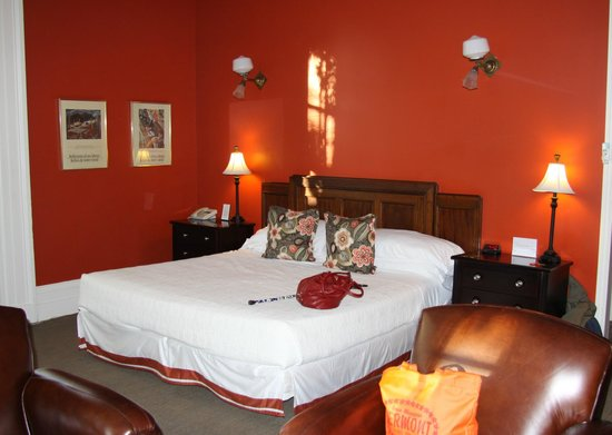Frontenac Club Inn: room