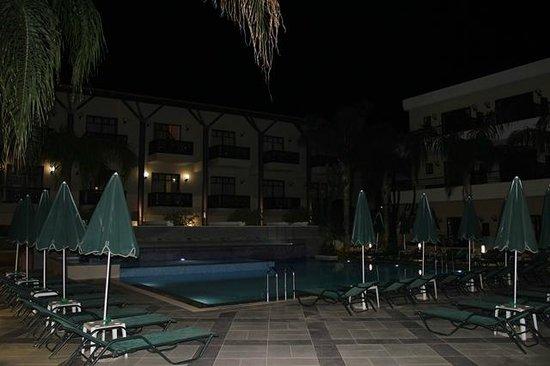 Porto Platanias Beach Resort & Spa: ett av bassengområdene