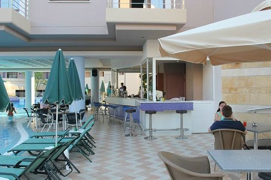 Porto Platanias Beach Resort & Spa : Baren