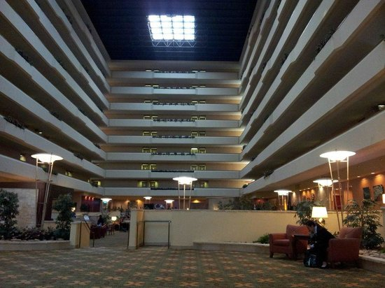 University Plaza Hotel and Convention Center: Lobby
