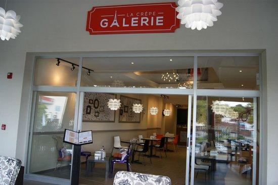 Fachada.  La Crepe Galerie Pinares