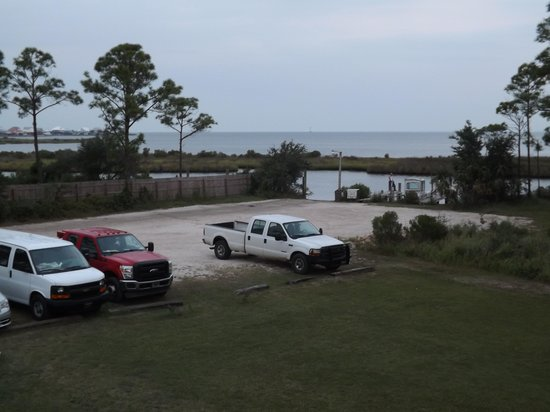 Gulf Breeze Motel: View of the bay from our shared balcony