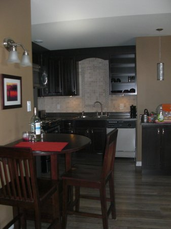 Seasons Extended Stay Suites: Suite #4 - Kitchen