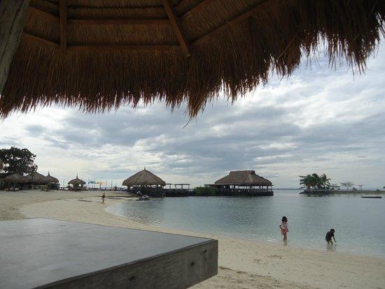Bluewater Maribago Beach Resort: ビーチ