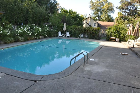 Farmhouse Inn: Pool