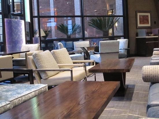 Hyatt Regency Johannesburg: relaxing at the lobby snack bar
