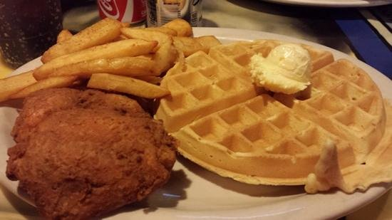 Miss Polly's Soul City Cafe : Best chicken & waffles!