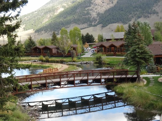 Rustic Inn Creekside Resort and Spa at Jackson Hole : Rustic Inn backdrop