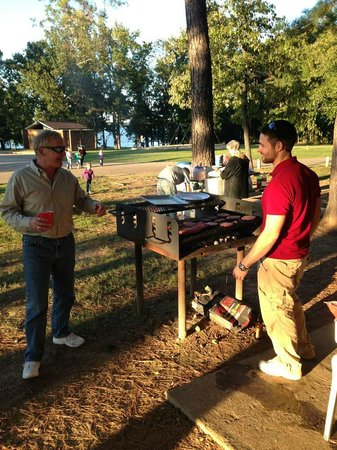 Atlanta State Park: Grilling at the picnic pavilion