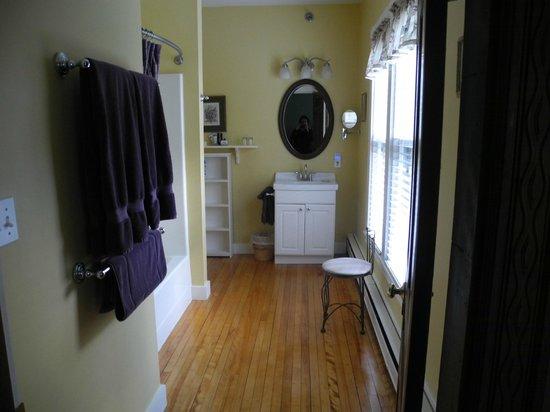 Brewster House Bed & Breakfast: Pemaquid Room bathroom
