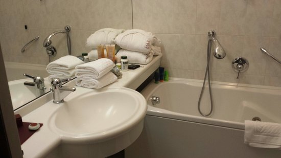 La Palma Hotel: Nice bathroom