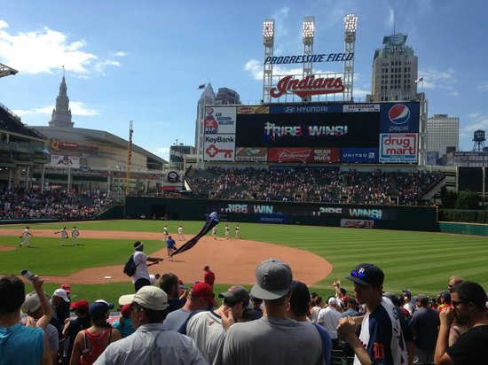 Progressive Field : Fun crowd interaction