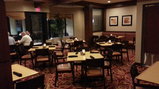 Courtyard Bloomington by Mall of America: Dining room