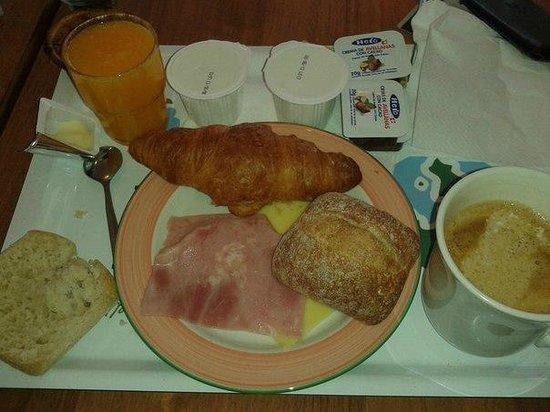 Hotel Ibis Lisboa Jose Malhoa: завтрак