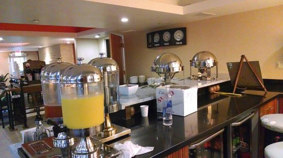 Hotel Indigo Napa Valley: Breakfast juice and coffee in the back