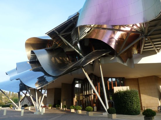Hotel Marques de Riscal a Luxury Collection Hotel : side elevation of hotel