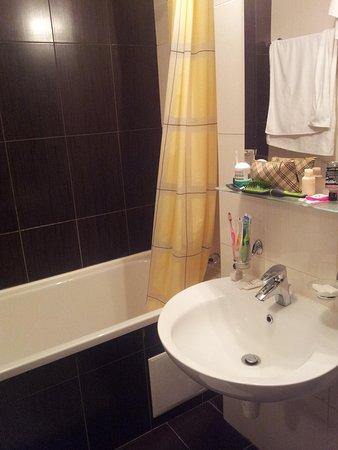 Bratislava Hotel: Ванная комната