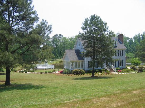 B and B's Country Garden Inn: Lovely, peaceful setting