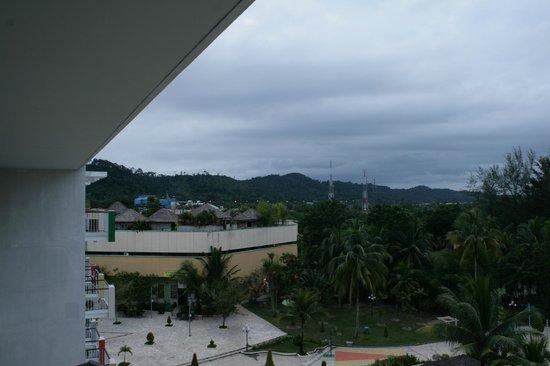 HARRIS Resort Batam Waterfront: 640am