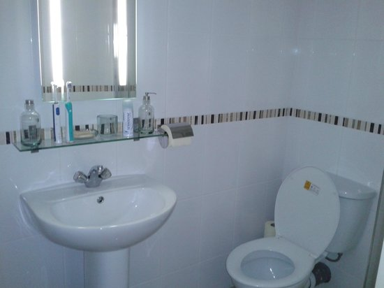 Royal George Hotel: Bathroom