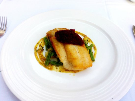 Los Laureles : Hake with beetroot & green beans