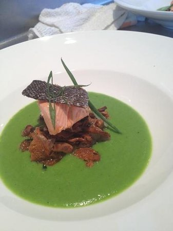 LaSalle Grill: Skuna Bay Salmon with Chantrelles and a Spring Pea Sauce