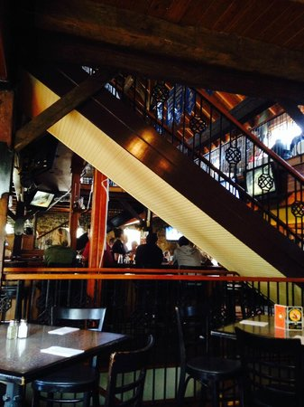 Long Valley Pub and Brewery: Downstairs Dining Area w stairs to 2nd Floor Dining