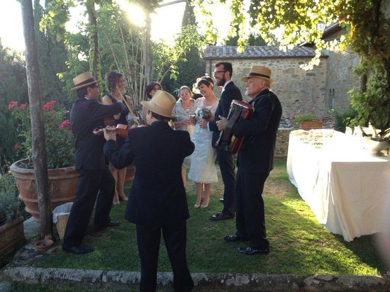 Il Castello di Gargonza: Beautiful setting for an Italian trio
