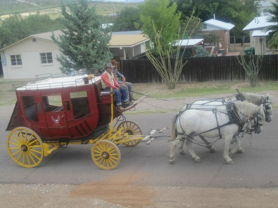 Tombstone Bordello : stagecoaches going past each morning