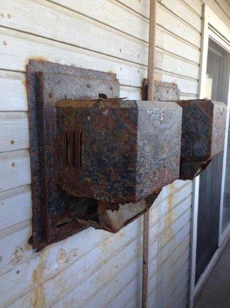 Inn on the Beach: Vents on porch, rusty & dangerous!