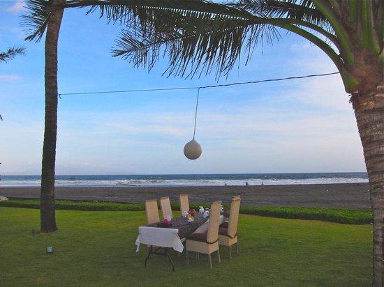 Villa Biara: BBQ by the sea