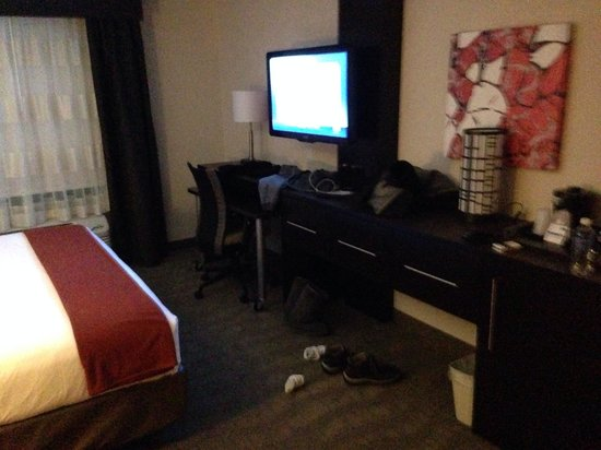 Holiday Inn Express Hotel & Suites Columbus - Easton: Nice tv n lots of channels !! Fridge n microwave ;)