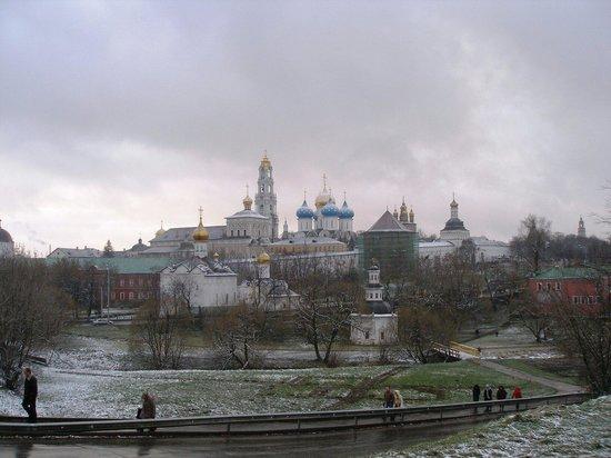 Sergiyev Posad, Russland: Вид на Троице-Сергиеву Лавру с Блинной горы.