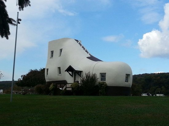 Hellam, PA: Shoe house from outside