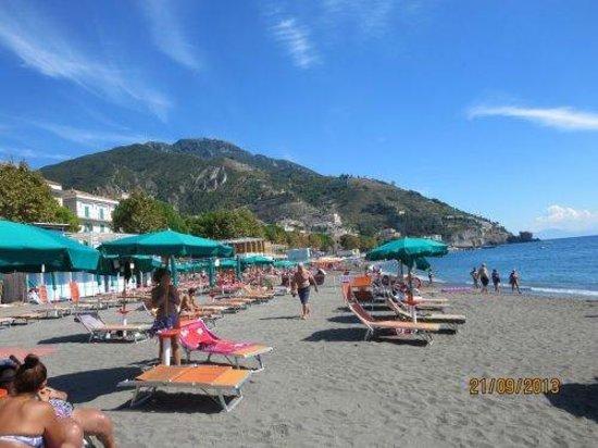 Hotel San Francesco: Beach across the street