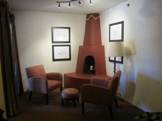 Inn and Spa at Loretto: Fireplace in our room