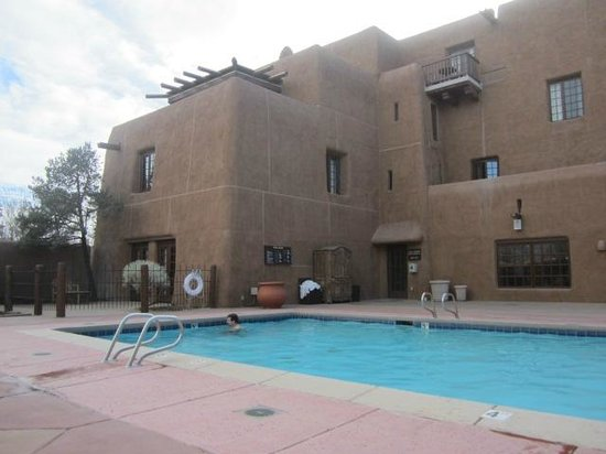 Inn and Spa at Loretto: Pool area