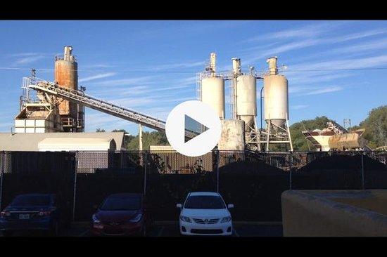 La Quinta Inn & Suites Memphis Airport Graceland: LaQuinta cement factory nxt door