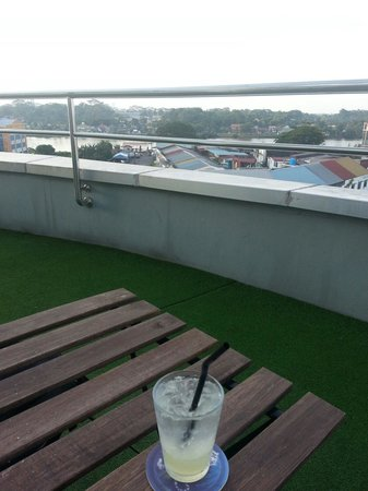 The LimeTree Hotel: Sipping my drink at the rooftop lounge while watching the river.