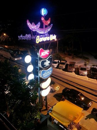 Patong Beach Hotel: Banana walk