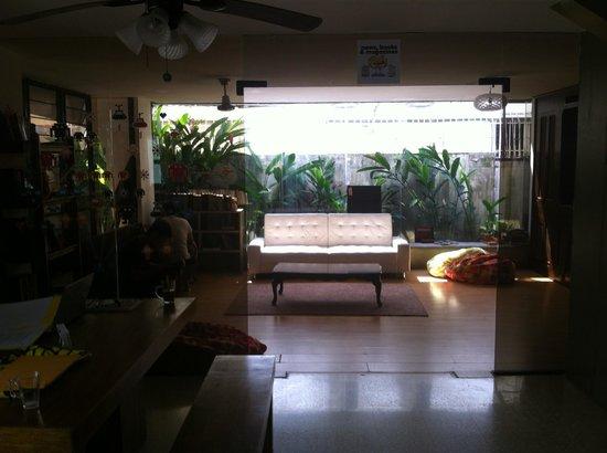 Los Mostros Hostel: Living room
