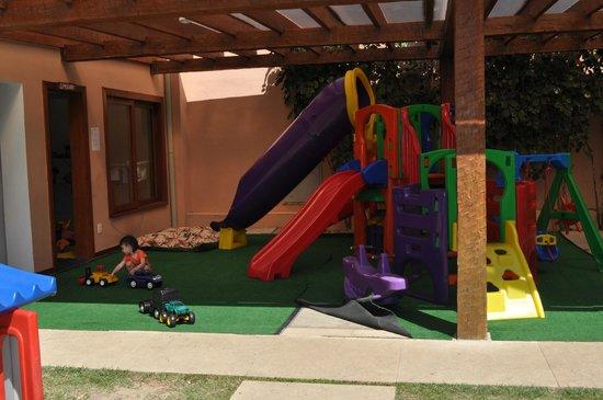 Corais e Conchas : area de juegos para chicos! muchos juguetes, sala de arte para pintar!