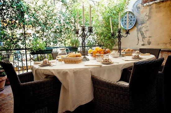 Residenza Borsari: terrazzo colazioni estive