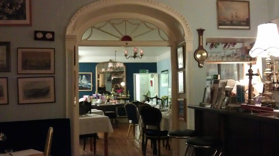 Belhaven House Hotel: View from Bar to Breakfast room